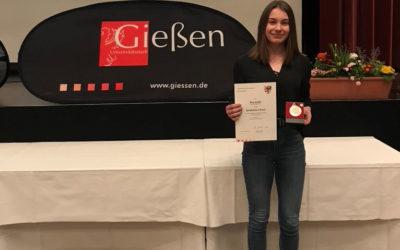 Herausragend: Nina Schäfer wird für besondere Leistungen im Jahr 2019 geehrt